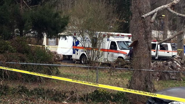 Crime scene tape surrounds a Williamston building after a body was found behind it. (March 4, 2013/FOX Carolina)