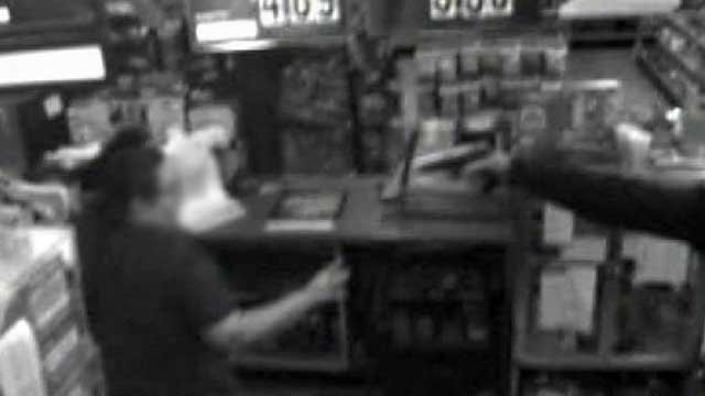 A robber points a gun at a clerk at a Pendelton convenience store. (Jan. 22, 2013/Anderson Co. Sheriff's Office)