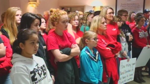 Boiling Springs High School band members and parents share funding concerns at Tuesday's school board meeting. (Mar. 12, 2013/FOX Carolina)