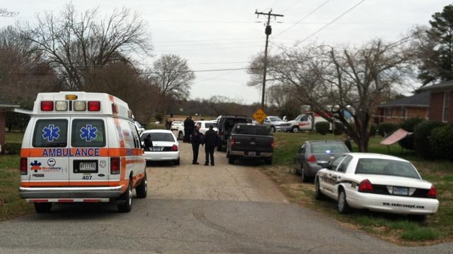 Paramedics, police and the SWAT team were called into the Collingwood Drive standoff Friday. (Mar. 22, 2013/FOX Carolina)