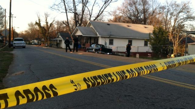 Greenville Co. deputies have Third Ave. roped off after reports of a shooting. (Mar. 27, 2013/FOX Carolina)