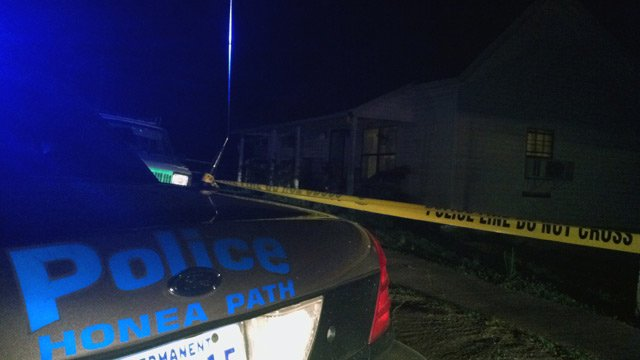 Police respond to a shooting on Chiquola Ave. in Honea Path. (Apr. 7, 2013/FOX Carolina)
