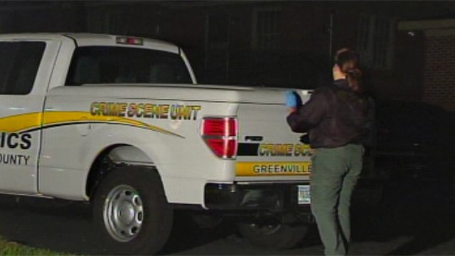 Greenville Co. deputies process the shooting scene on Gilbert Court. (Apr. 25, 2013/FOX Carolina)