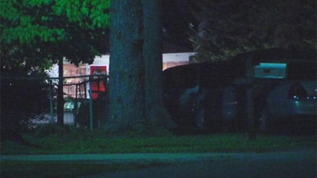 Deputies swarm the Leawood Drive home. (May 2, 2013/FOX Carolina)