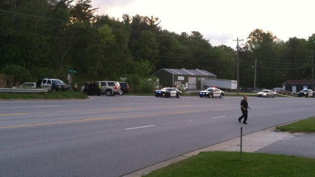 Deputies swarm Piney Ridge Road in Henderson County. (May 8, 2013/FOX Carolina)