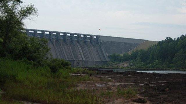An iWitness photo shows muddy shores and low lake levels at the dam. (July 5, 2009/FOX Carolina iWitness Shelley R.)