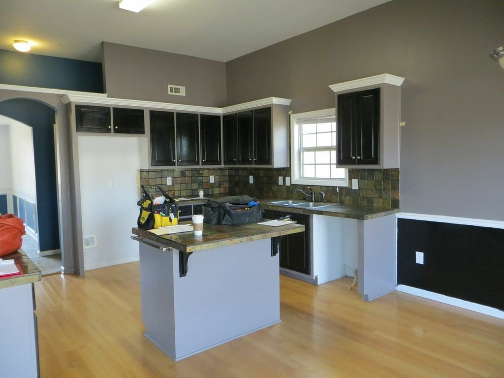 Photo of the kitchen of the Halstead home before the makeover.  Photo from the Sunshine on a Ranney Day website.