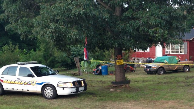 Union County deputies investigate discovery of two bodies at a home on Furman L. Fendley Highway. (July 23, 2013/FOX Carolina)