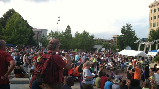 Moral Monday protests draw a crowd in downtown Asheville (8/5/2013 FOX Carolina)