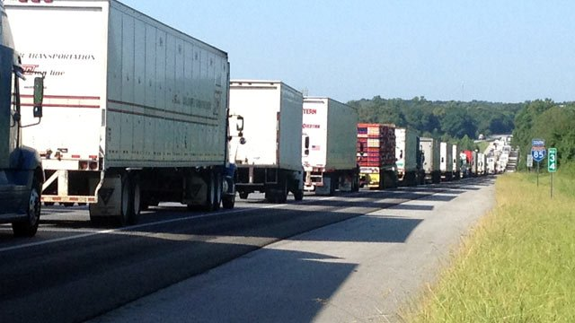 Traffic stopped along southbound I-85 at MM 34. (Aug. 12, 2013/FOX Carolina)