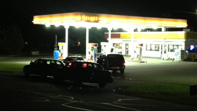 Deputies respond to the Townville Shell on Highway 24 after they say it was robbed. (Aug. 26, 2013/FOX Carolina)