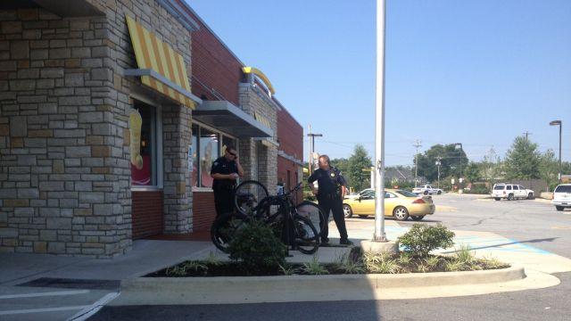 Police search for suspect. (FOX Carolina)