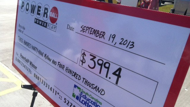 "The ""check"" for $399.4 million on display at the Murphy USA in Lexington. (Sept. 19, 2013/FOX Carolina)"