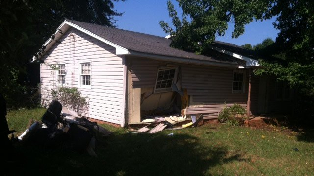 The damaged Windmill Circle home. (Sept. 20, 2013/FOX Carolina)