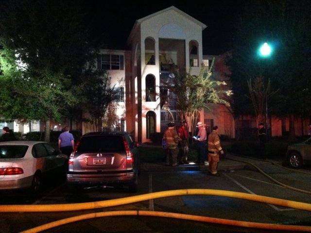 Firefighters respond to the apartment complex fire. (Oct. 1, 2013/FOX Carolina)