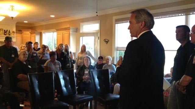 Anderson Co. Sheriff John Skipper talks with the neighborhood watch group. (Oct. 24, 2013/FOX Carolina)