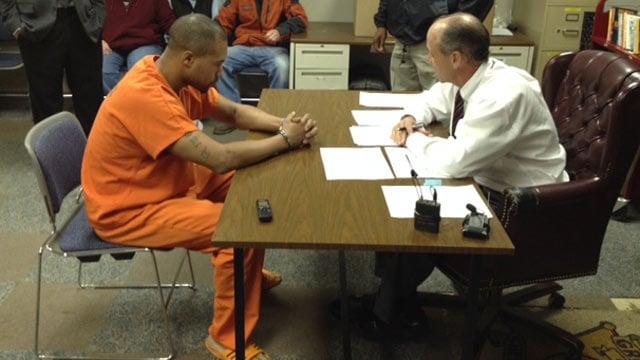 Terrance Thomas appears before a Greenwood judge. (Nov. 15, 2013/FOX Carolina)