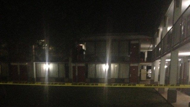 Hotel where the bodies were found in Greenwood. (Nov. 13, 2013/FOX Carolina)