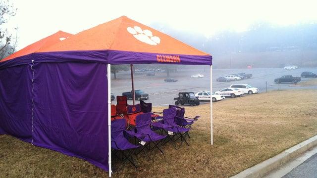 Some tailgaters have already set up shop outside of Memorial Stadium on Thursday morning. (Nov. 14, 2013/FOX Carolina)