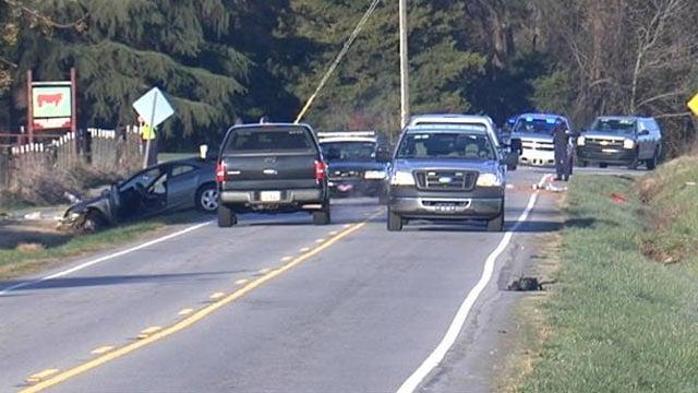 Troopers investigate the fatal wreck along SC 24. (Nov. 29, 2013/FOX Carolina)