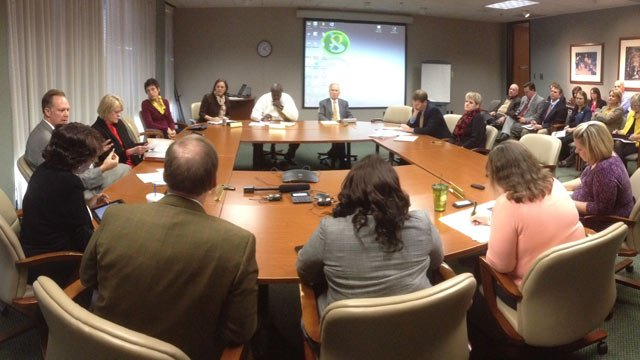 City leaders meet to work on the proposed ban. (Dec. 2, 2013/FOX Carolina)