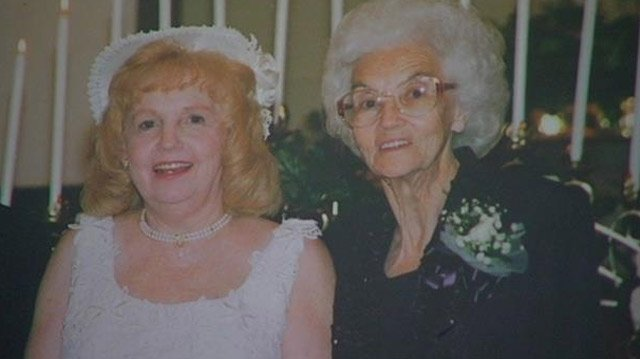 Trudie Rhinehart (L) and her mother Dora Scroggins. (Courtesy: Trudie Rhinehart)
