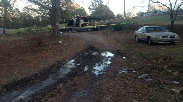 Scene of the fatal fire in Hart County. (Dec. 15, 2013/FOX Carolina)