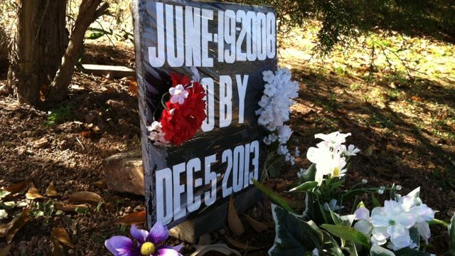 The grave where Paula Culbertson buried Toby. (Dec. 18, 2013/FOX Carolina)