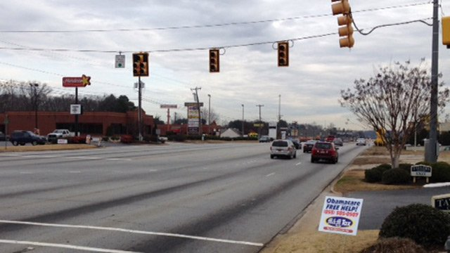 Traffic lights out along Wade Hampton Blvd. (Dec. 20, 2013/FOX Carolina)