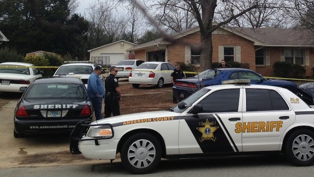 Deputies are investigating a shooting that has injured a teen on Wren Way in Anderson. (Dec. 30, 2013/FOX Carolina)