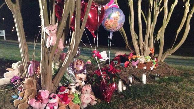 A memorial set up at the site of the fatal crash. (Jan. 2, 2014/FOX Carolina)