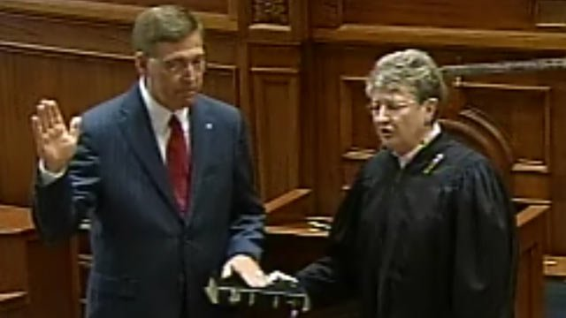 Sen. Glenn McConnell takes the oath to become South Carolina's next lieutenant governor. (March 13, 2012/SCETV)