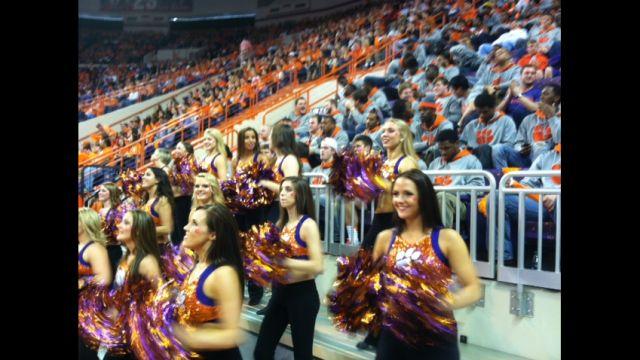 Cheerleaders cheer the Tigers (Fox Carolina)