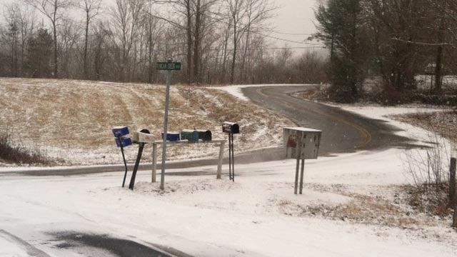 Scene of where the bus overturned on Livingston Road in Henderson Co. (Jan. 28, 2014/FOX Carolina)