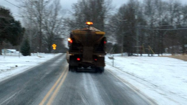 Crews treat a roadway in Belton. (Jan. 29, 2014/FOX Carolina)