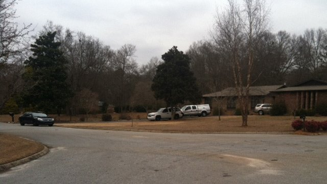 Investigators at the scene of the Dunbarton Court home in Spartanburg. (Feb. 4, 2014/FOX Carolina)