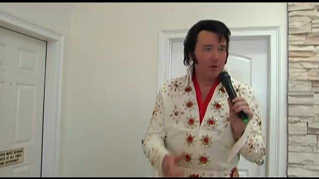 Ken Culbertson performs as Elvis during the weddings. (Feb. 8, 2014/FOX Carolina)