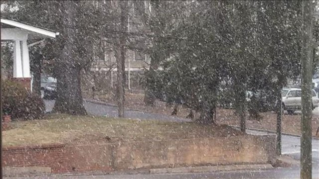 Snow begins to fall in Asheville. (Feb. 10, 2014/FOX Carolina iWitness)