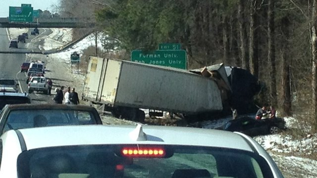 Scene of the wreck off the side of I-85 southbound near MM 51. (Feb. 14, 2014/FOX Carolina)