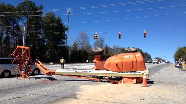The picker blocking part of Poinsett Highway. (Feb. 21, 2014/FOX Carolina)