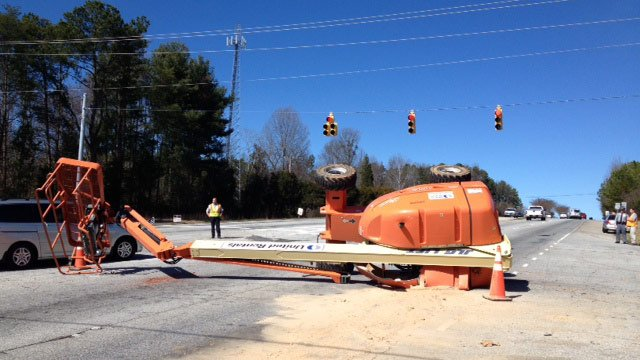 The picker blocking part of Poinsett Highway. (Feb. 21, 2014/FOX Carolina)