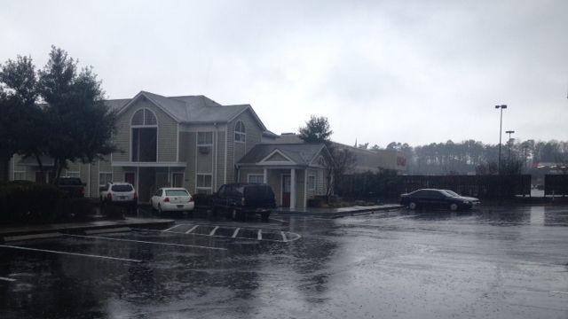 Deputies investigate body found at hotel (Fox Carolina)aDeputies investigate a woman's death at the Mauldin Road hotel. (March 16, 2014/FOX Carolina)
