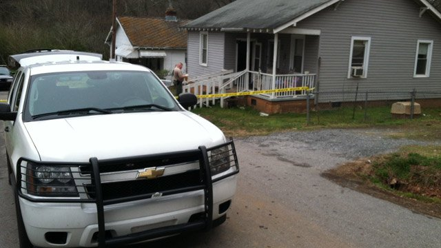 Deputies investigate the shooting along Finley Street. (March 19, 2014/FOX Carolina)