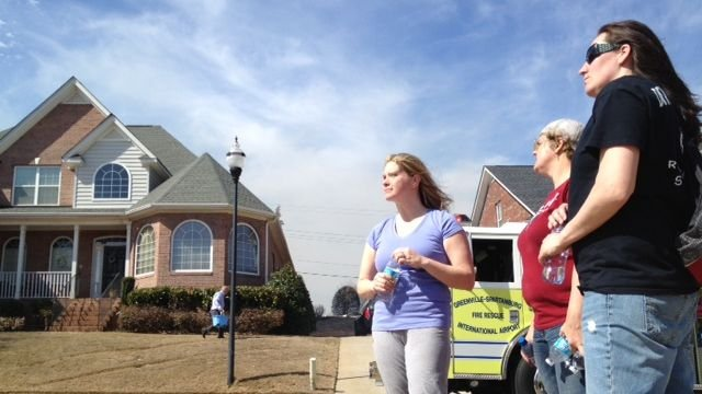 Jami Powell watches her home burn with neighbors who saved her and her twin babies.  (April 2, 2014/FOX Carolina)