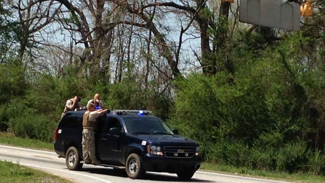Deputies look for the suspects in Newberry Co. (April 3, 2014/FOX Carolina)