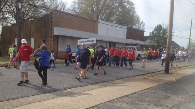 Participants walk in the 2014 Upstate Heart Walk (FOX Carolina)