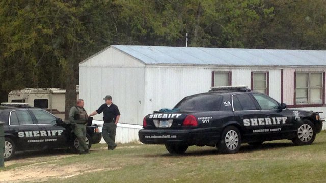 Deputies at the scene where the manhunt ended Sunday. (April6, 2014/FOX Carolina)