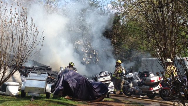 Firefighters respond to the garage fire. (April 9, 2014/FOX Carolina)