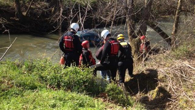 The dive team alongside the river. (April 10, 2014/FOX Carolina)