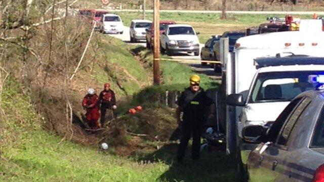 The dive team and deputies alongside the river. (April 10, 2014/FOX Carolina)
